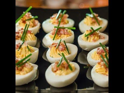 Ouă umplute cu bacon la tigaie