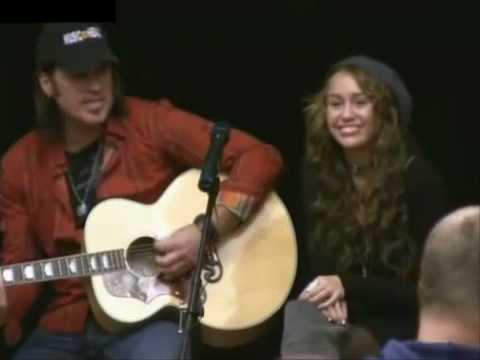Miley Cyrus and Billy Ray sing at Childrens Hospital - 12/23/08