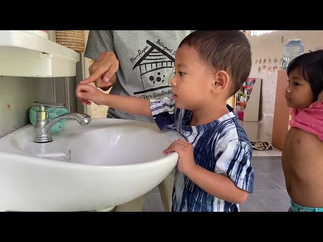 Nashi washing hands