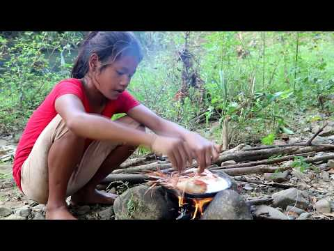 Survival skills: Lobster boiled on the clay for food #2 - Cooking lobster eating delicious