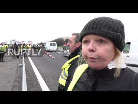 France: Police face off with 'Yellow Vests' in Saint-Nazaire