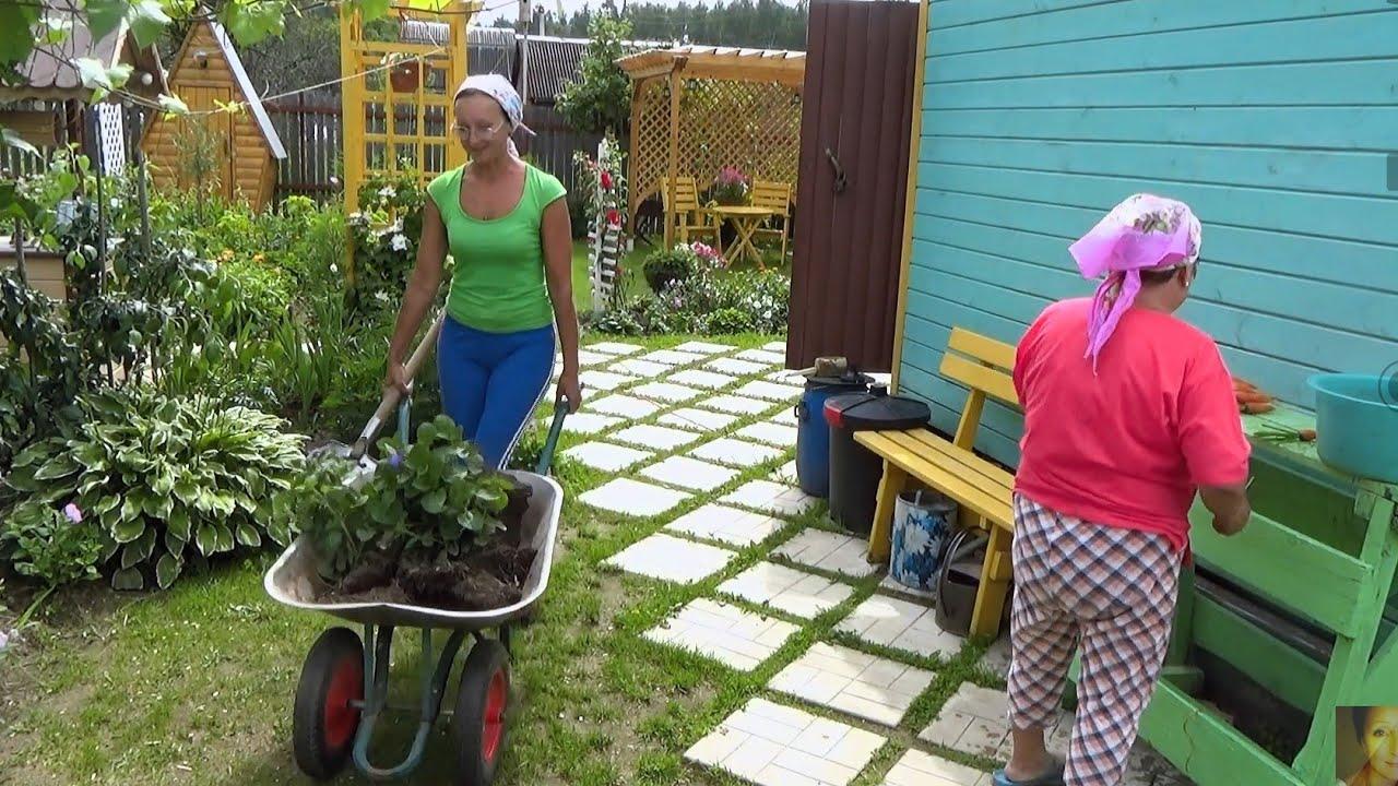 6 соток  в середине июля... Сажаю цветы, поливаю помидоры, огурцы и...домой... Печь пиццу с грибами!
