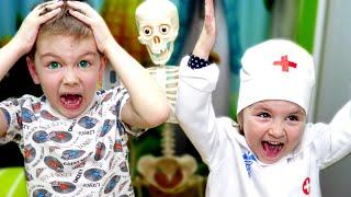 Рома и Даша показывают КАК ВАЖНО МЫТЬ РУКИ! Дети Играют В Доктора!