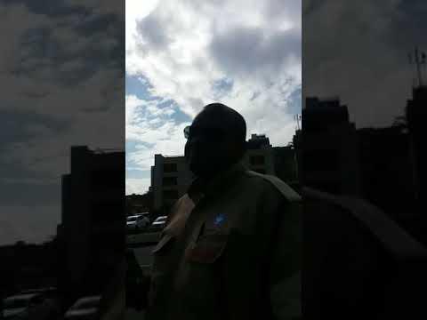 Agente da Transalvador xinga pedestre após questionamento sobre obra na orla