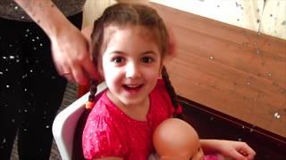 Маша и ее доброе веселое утро с куклой