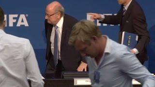 Blatter reafirma que dejará la FIFA el 26 de febrero