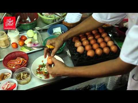 Bangkok Street Food | Omelet With Golden Needle Mushroom - Wang Lang Street | Thai Street Food