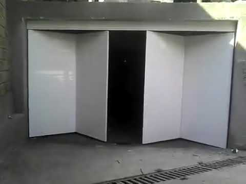 Puerta plegable en cuatro hojas hacia adentro youtube for Hojas plegables