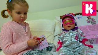 Катя и кукла Эмили примеряют новую одежду и едут за новой коляской для куклы, НО что-то пошло не так