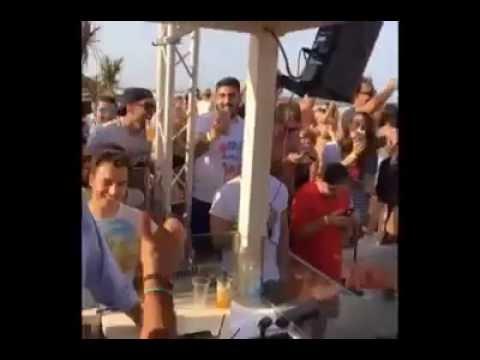 61c6e1e84a3 Σάλος στην Ιταλία με τον Σαλβίνι σε ρόλο DJ περιτριγυρισμένος από ...