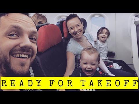 Vi flyger till Kuala Lumpur. Familjens tips för en bra flight - VLOGG och STORYTIME