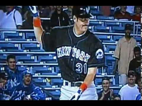 New York Mets Robin Ventura Imitates Mike Piazza during Rain Delay.