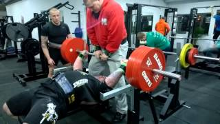 Marko Traks and 225 raw bench attempt in HC GYM