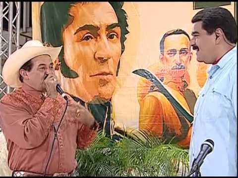 Presidente @NicolasMaduro canta junto a Armando Martínez en Cojedes