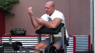 Денис Семенихин. Правильная техника на скамье Скотта.
