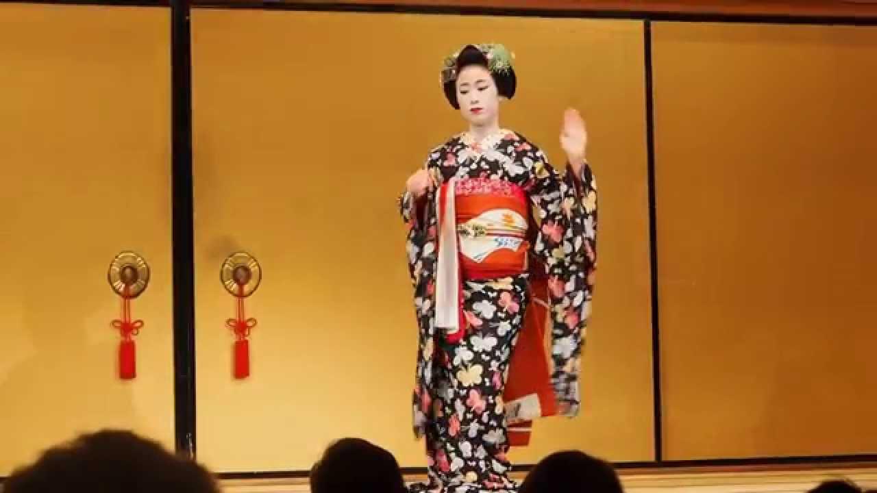 Японские кимоно. Японская одежда. Халат в японском стиле. Кимоно и халаты из японии. Японская обувь.