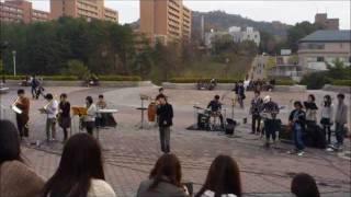 2011/11/29 昼休み 広島大学構内スペイン広場 広島大学の音楽系サークル...