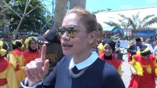 Serunya Nikita Mirzani Hadiri Ultah Kabupaten Tapin