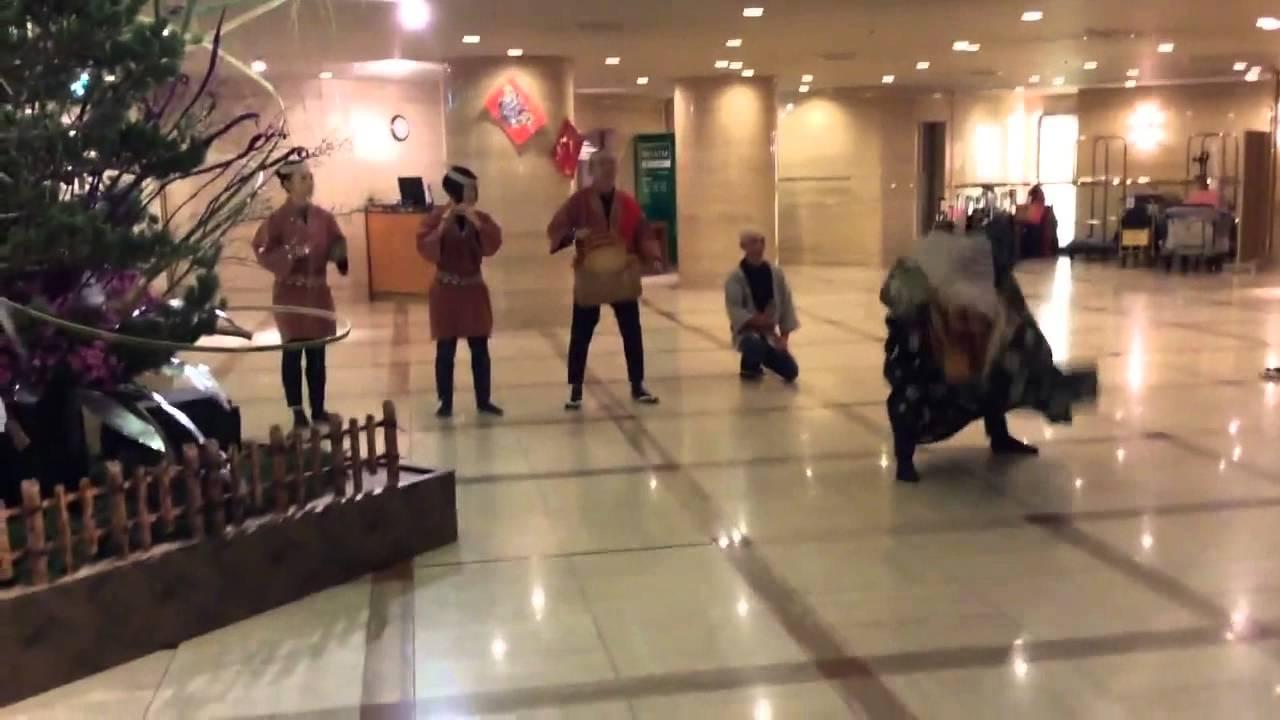 東西屋社中 獅子舞 - YouTube