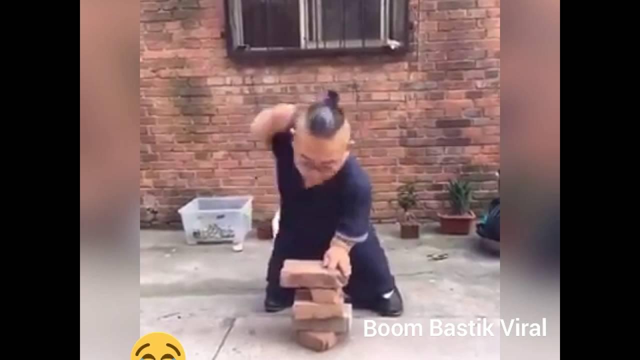 Break midget fight