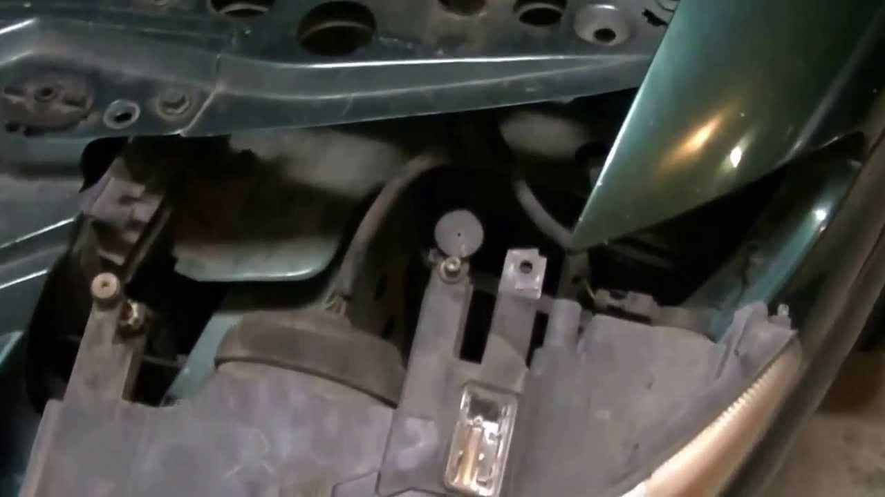 Chrysler Sebring Headlight Bulb Replacement
