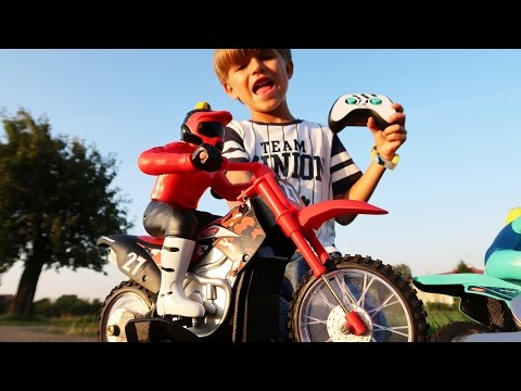 🏍 Fun with Motor Toys Test: MotoCam and Moto RC