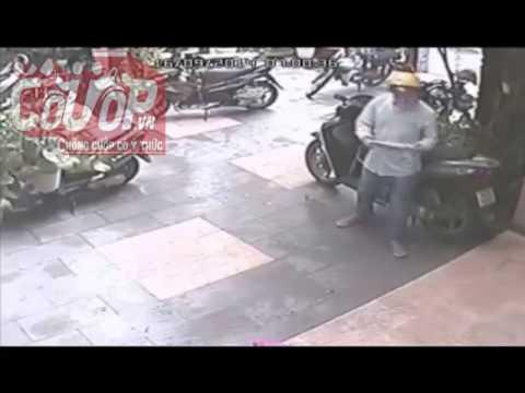 Trộm chuyên nghiệp giả vờ đọc báo, phá khóa trộm SH tinh vi - Cuop.vn