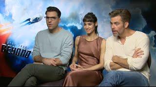 Star Trek Cast sitting on Simon Pegg´s Jeff!