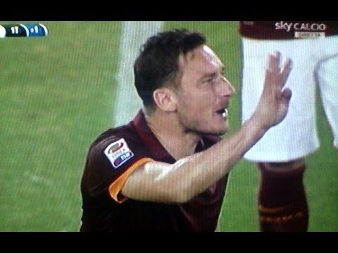 Roma Udinese 2 1 gol - Totti dice ai compagni ne facciamo 4