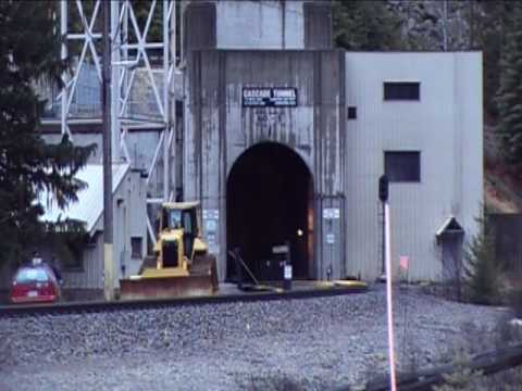 BNSF 9164 east enters and exits the nearly 8 mile long cascade tunel.