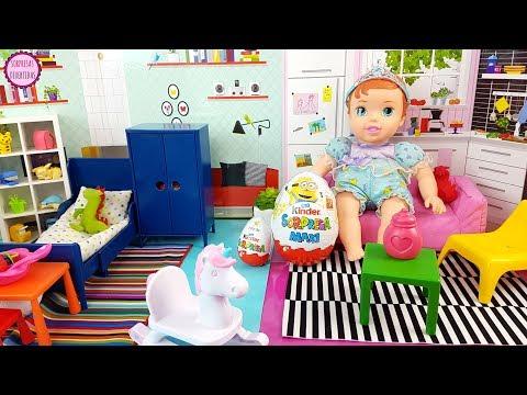 Huevos Kinder sorpresa escondidos en la casita de Bebé Ariel Juguetes Gru 3