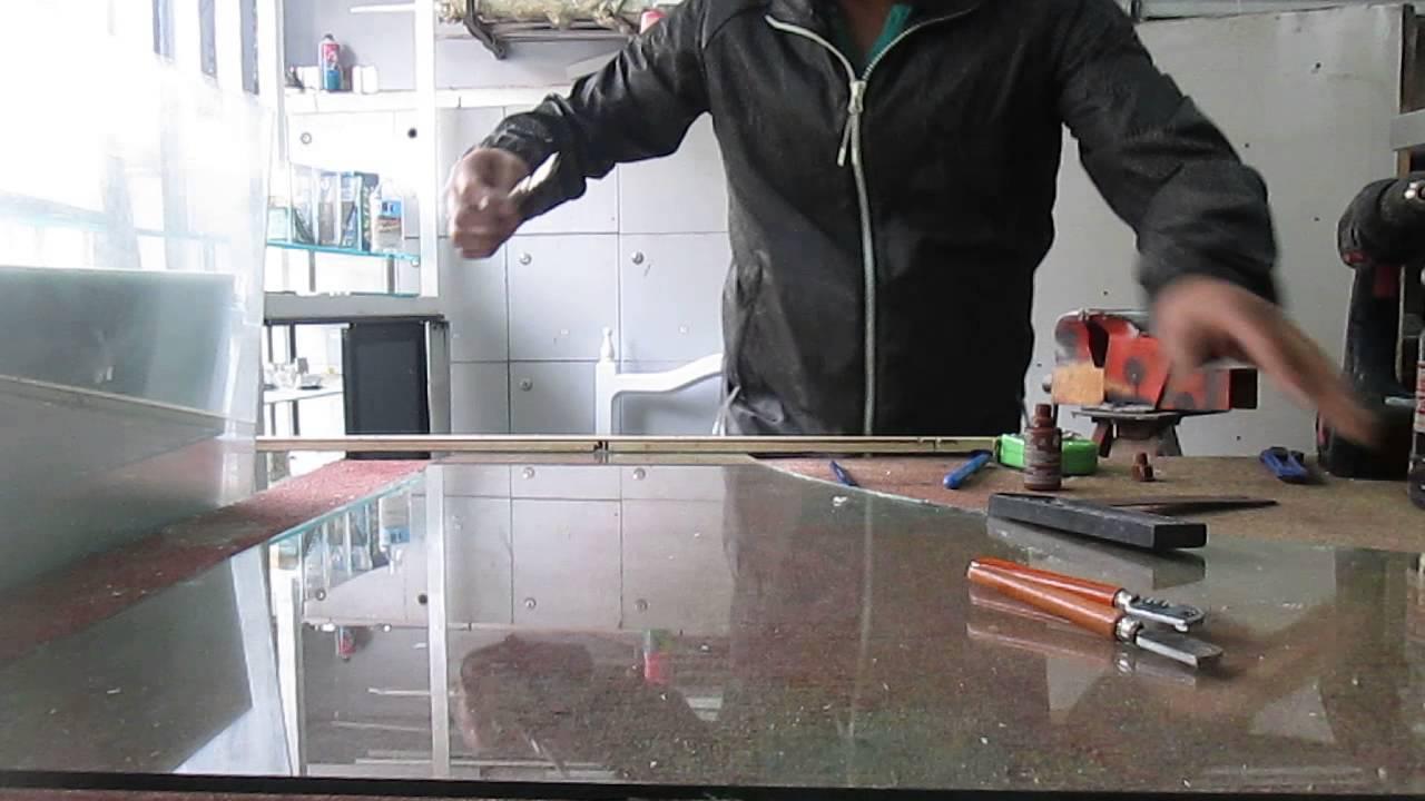 Tutorial como cortar un vidrio en casa youtube for Cortar cristal para gatera