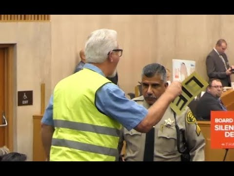 YELLOW VESTED AMERICAN LOSES HIS MIND HEARING ALL THE PANDERING TO ILLEGAL ALIENS