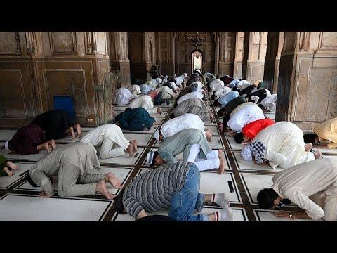 باكستان تغض الطرف عن اكتظاظ المساجد خشية إغضاب الإسلاميين المتشددين…  - 21:57-2021 / 5 / 7