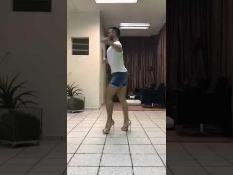 Davis Rodrigo dançando o Samba Aquarela do Brasil cantado por Daniela Mercury.