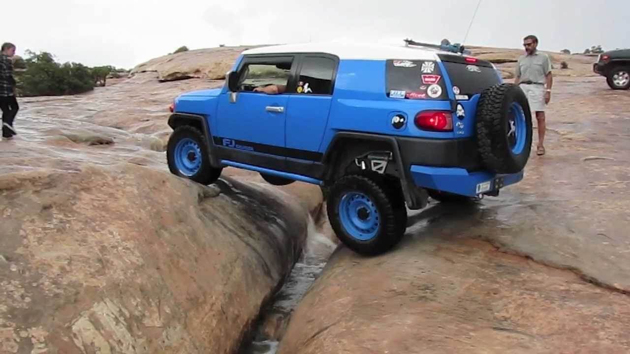 Custom Blue Toyota FJ Cruiser AKA Sonic crosses Golden Crack