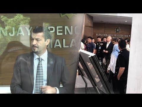 Najib and Justo show up at MACC HQ