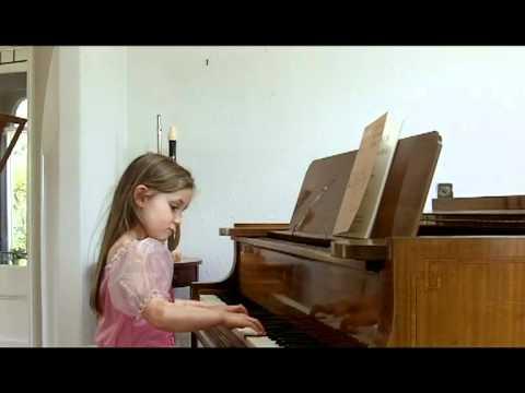 Alma Deutscher (aged 6), improvisation in G minor