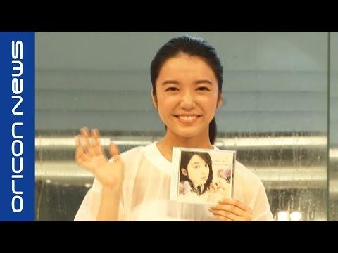 映画『君の名は。』三葉役・上白石萌音、新海誠監督のサプライズに感激 デビューミニアルバム「chouchou」発売記念ミニライブ