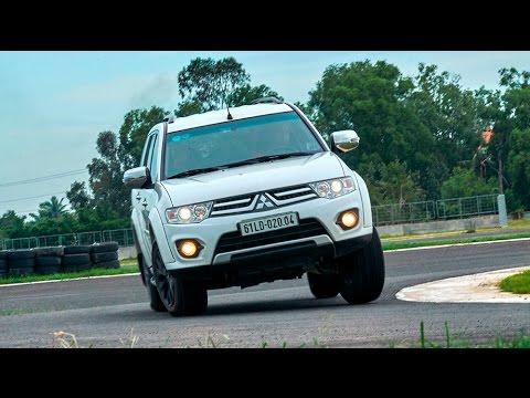 Autodaily.vn | Mitsubishi Triton và Pajero Sport sau tay lái từng 2 lần vô địch Dakar Rally