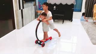 Khi nhà có 1 chiếc scooter mà 4 em muốn chơi | Ly Hai Minh Ha family