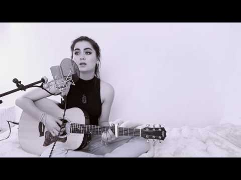 """Jasmine Thompson Plays """"You Are My Sunshine"""" (Jimmie Davis) In Bed 