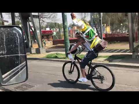 Ciclista con San Judas Tadeo se estrella
