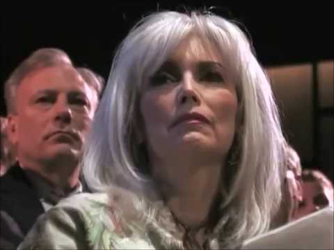 Emmylou Harris' Induction into the [ ⒸⓂⒽⓄⒻ ]