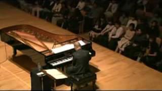 joe hisaishi gran director y pianista.