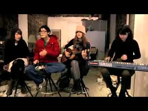 AUX Sessions: Warpaint playing