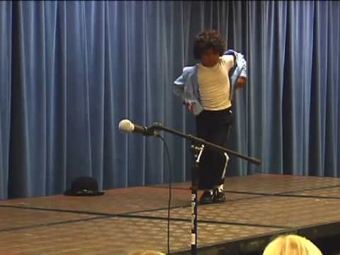 5 year old boy dancing Michael Jackson-Self-taught in the kitchen!