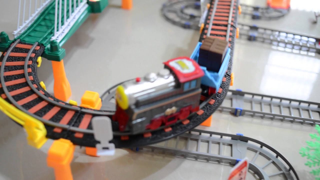 大型聲光火車軌道組 湯瑪士 火車軌道 小火車 列車 軌道車 玩具火車(雲林阿輝拍攝) - YouTube