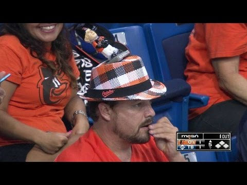 BAL@TB: O's fan puts Showalter gnome on his hat