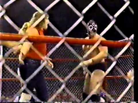Kerry & Kevin Von Erich vs Chris Adams & Gino Hernandez STEEL CAGE 11/28/85 Reunion Arena